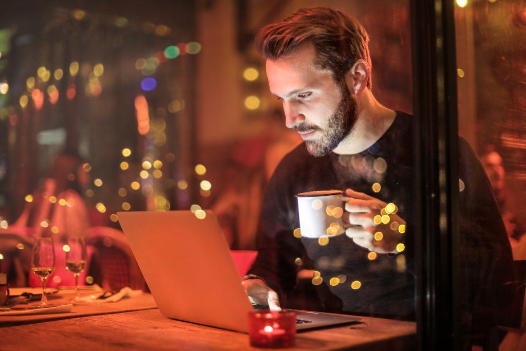 malos habitos de los emprendedores - trabajar hasta las mil